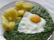 Creamed Spinach with Fried Egg