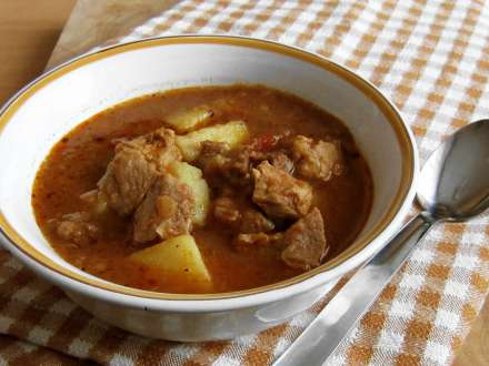 Kettle goulash without kettle