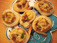 Tuna snails from puff pastry