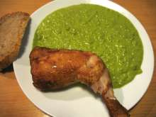 Chicken Smoked Legs with Pea Mash in Steamer