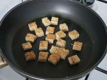 Preparation of toasted pastry - croutons