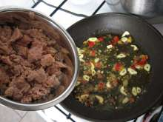 Preparation of spicy tuna mixture