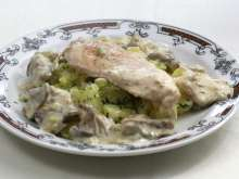 Chicken breasts with oyster mushroom sauce