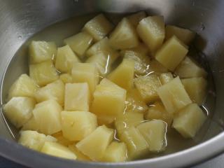 Liquidize pineapple