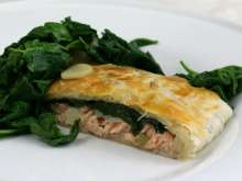 Salmon with spinach in pastry