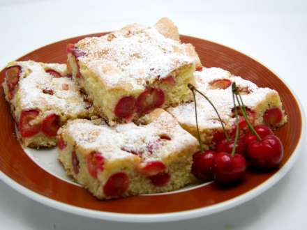 Traditional Cherry Bubbly Cake
