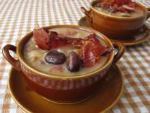 Broad bean soup with bacon