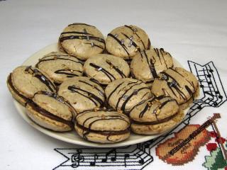 Walnut Rings with Chocolate Cream