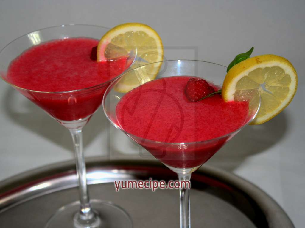 Raspberry drink with vodka recipe for Italian cocktails with vodka