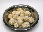 Cooked chickpea balls with coconut