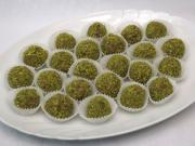 Nut balls with pistachios