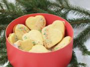 Marzipan hearts with almond icing